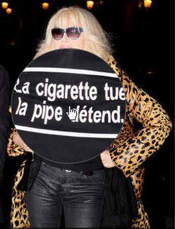 Amanda_lear-pipe-cigarette-2