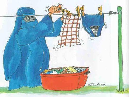 Fatima met son linge à sécher