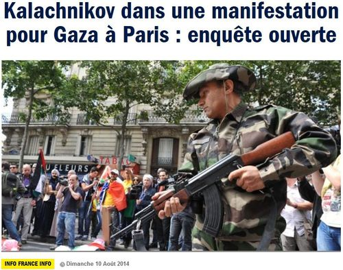 Kalachnikov pendant une manif pro-Gaza-Paris-09.08.2014