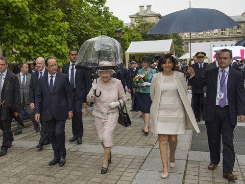 Elizabet II-Anne Hidalgo-07.06.2014-Parisjpg