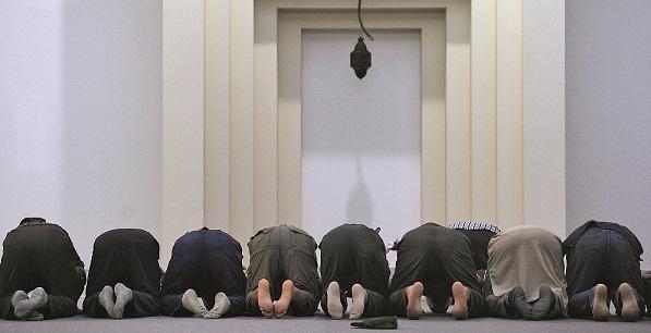 Musulmans en prière prosternés