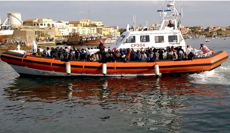 Navire italien secourant des migrants - 02.05.2015