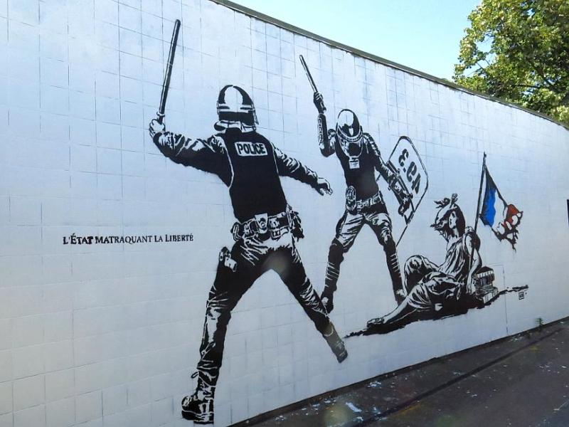 Grenoble-L'Etat matraquant la Liberté-juin 2016