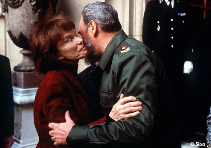 Danielle-Mitterrand-avec-Fidel-Castro-en-1995