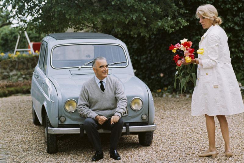 Georges Pompidou et sa Renault 4