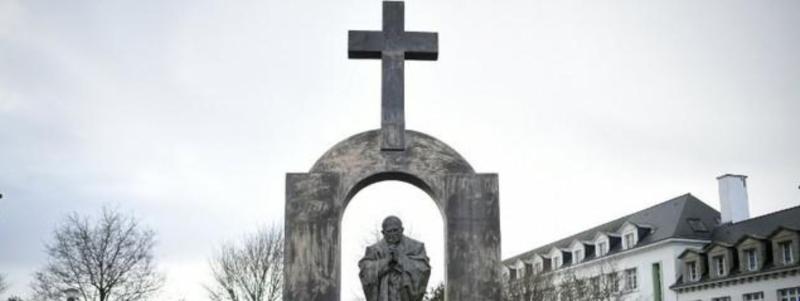 Jean-Paul II statue à Ploërmel-Morbihan