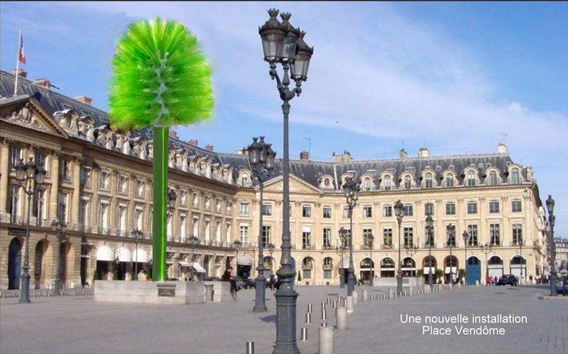 Installation Place Vendôme balais de chiottes