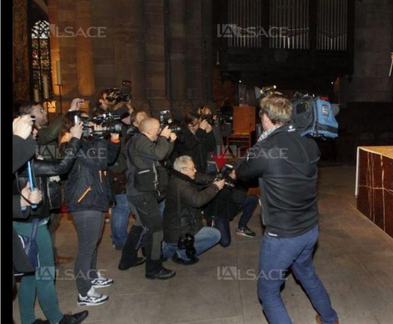 FEMEN-cathédrale-strasbourg-contre-venue-pape-mardi-25-novembre-2014-2