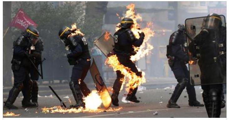 Les antifas incendient les policiers-Paris-01.05.2017