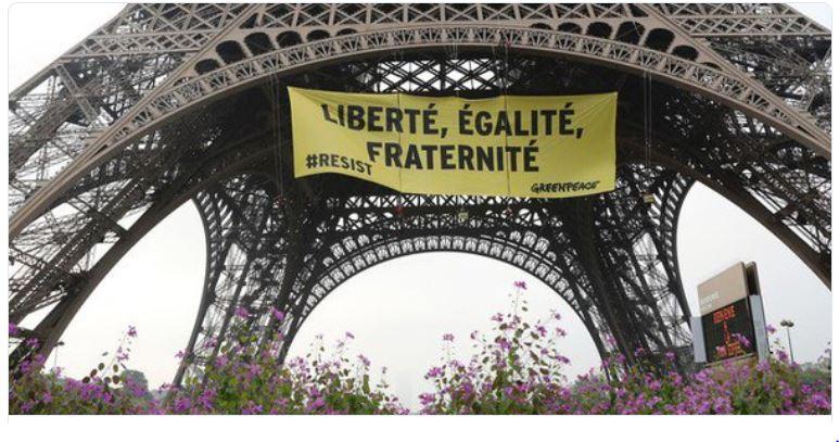 Banderolle Greenpeace sur la Tour Eiffel-05.05.2017
