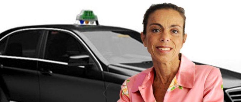 Agnès Saal et un taxi G7