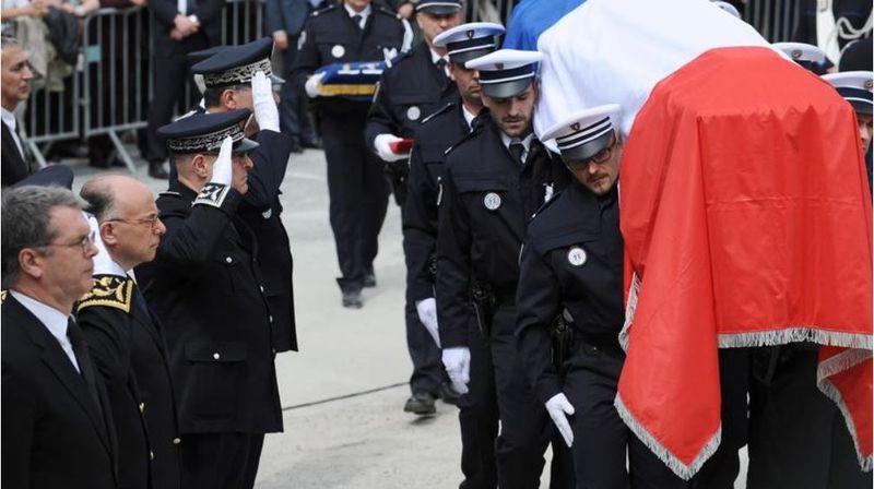 Cazeneuve aux obsèques du gendarme tué par un romanichel à Roye-01.09.2015-photo