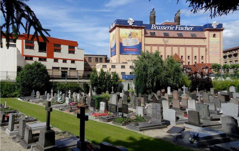 Brasserie Fischer et cimetière