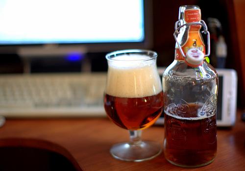 Fischer-kriek-bouteille-et-verre