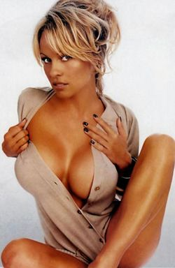 Pamela Anderson-2