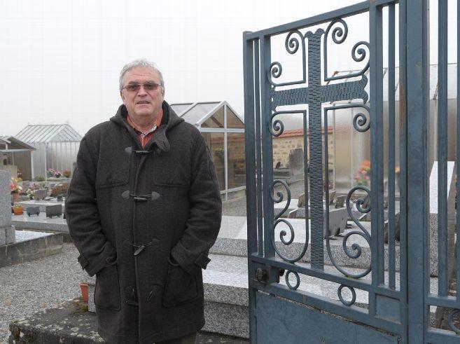 Croix portail cimetière St Sulpice