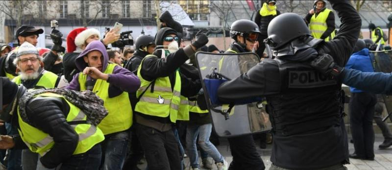 Gilest Jaunes frappés par la police