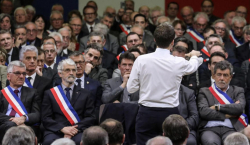 Macron devant les maires