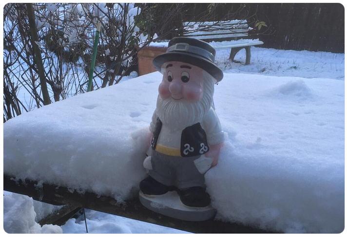 Nain Grincheux dans la neige