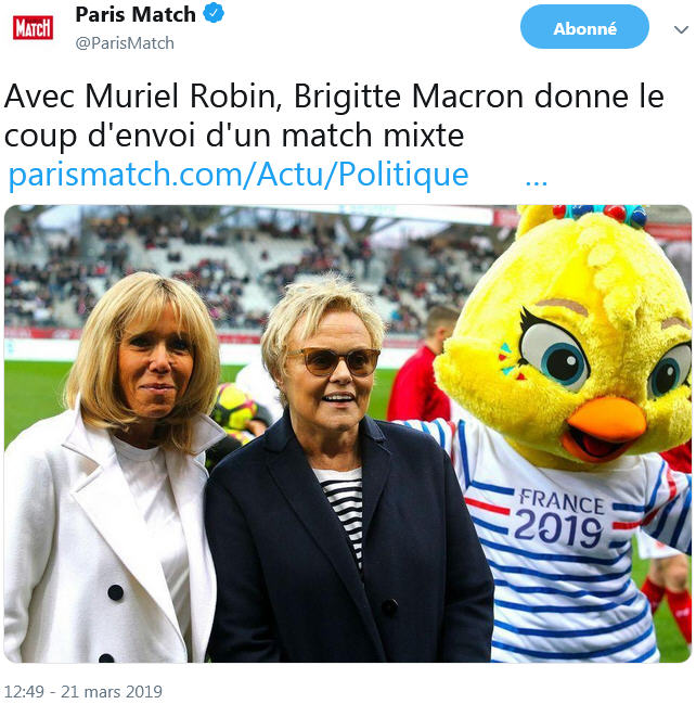 Paris Match - B Macron donne le coup d'envoi d'un match - TWEET 21.03.2019